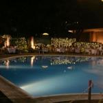 ナイトプールが人気。夜に入れるプールのあるホテル